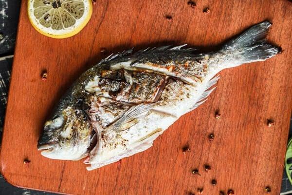 Pesce con lisca alla griglia